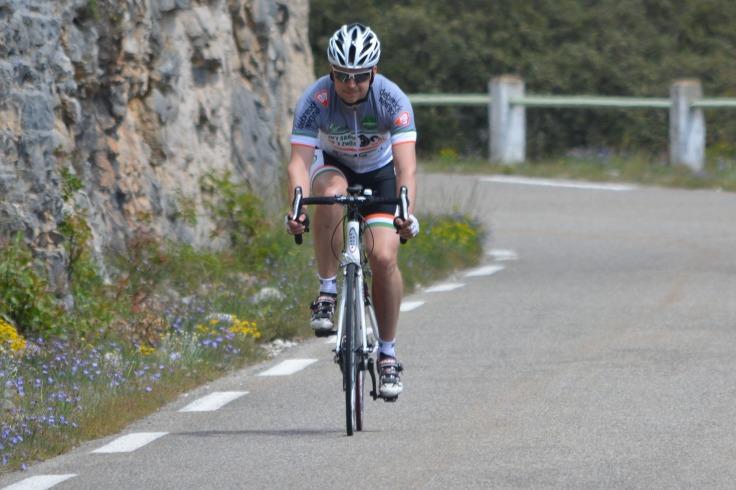 cyclist-1411331_1920